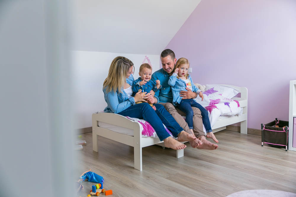 shooting photo a domicile - photographe verneuil sur avre - style naturel - seance famille à la maison - séance photo - famille - en intérieur - enfants - nouveau ne