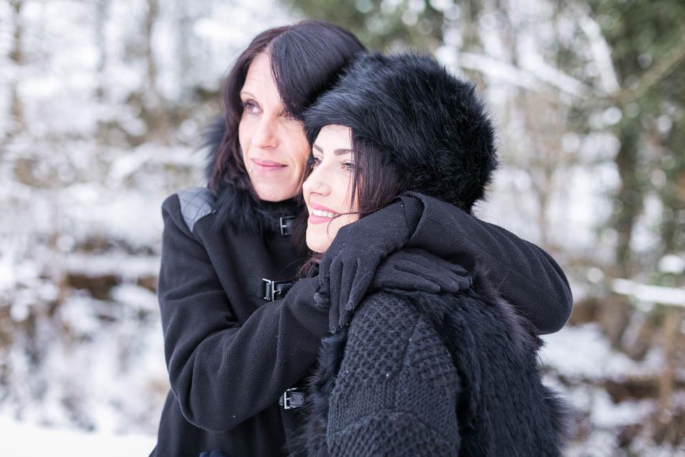 séance photo - mère fille - sous la neige - bataille boules de neige