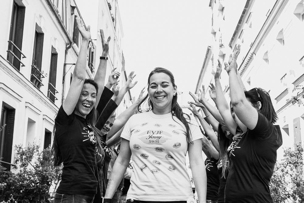 future mariée - hola - copines - rue - Paris - fête