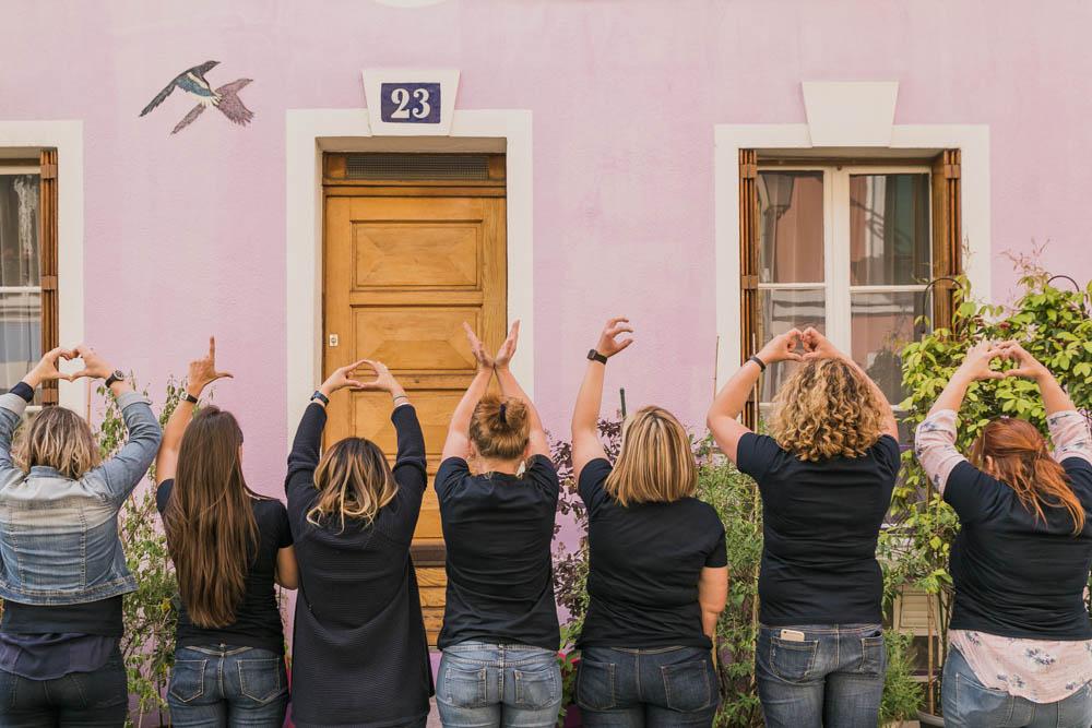 love - maison colorée - Paris - rue Crémieux - filles -EVJF