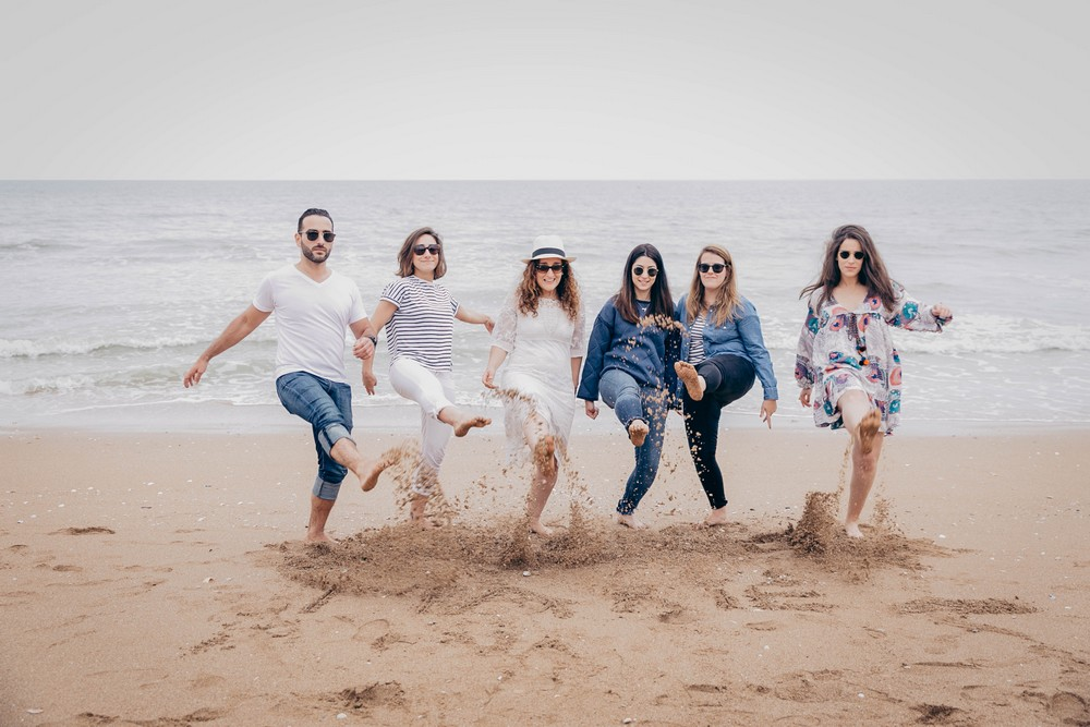 sable - evjf - entre copines - entre filles - evjf - sur la plage - photo evjf