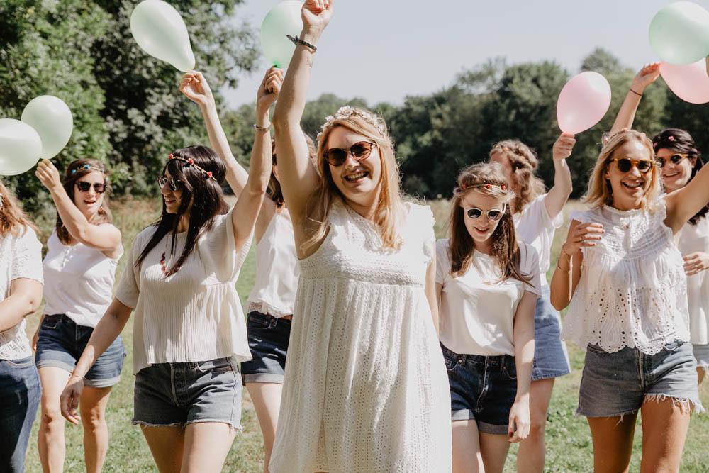 ballons - en blanc et jeans - evjf - photo - images - photographe mariage boheme
