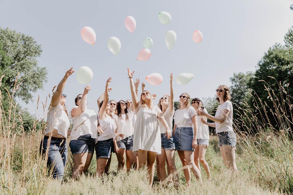 envol de ballons - evjf champetre- champs de blés - photographe chartres - eure et loir