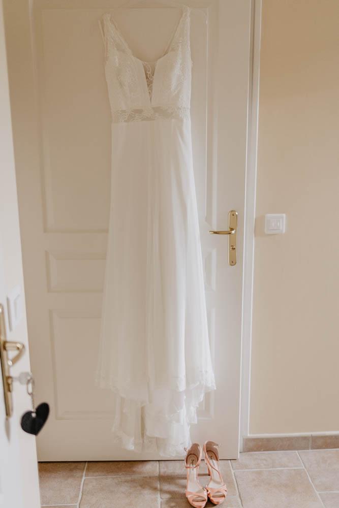 robe de mariee - rembo styling - preparatifs des maries - mariage champetre - boheme - photographe mariage chartres