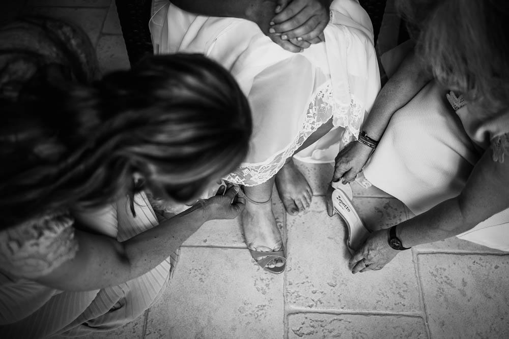 chaussures repetto - mariage champetre - habillage de la mariee - photographe mariage - eure et loir - yvelines