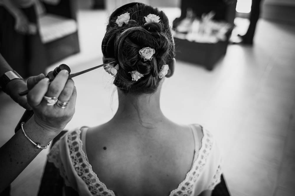 coiffure mariee champetre - chignon avec des fleurs - photographe mariage - boheme - chartres