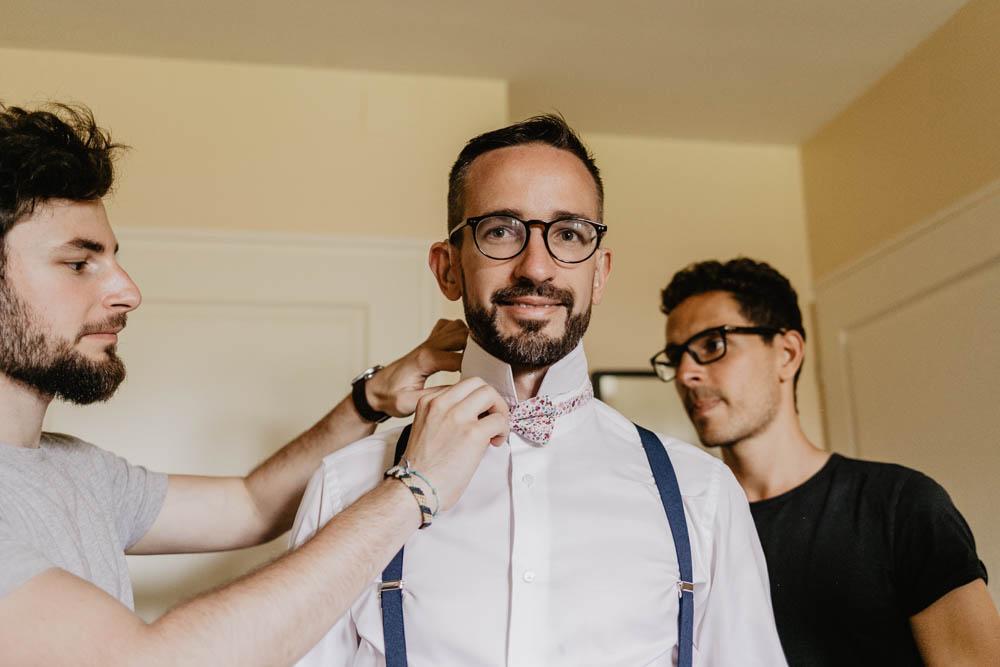 noeud papillon - habillage du marie avec ses temoins - photographe mariage 27 - eure - vernon