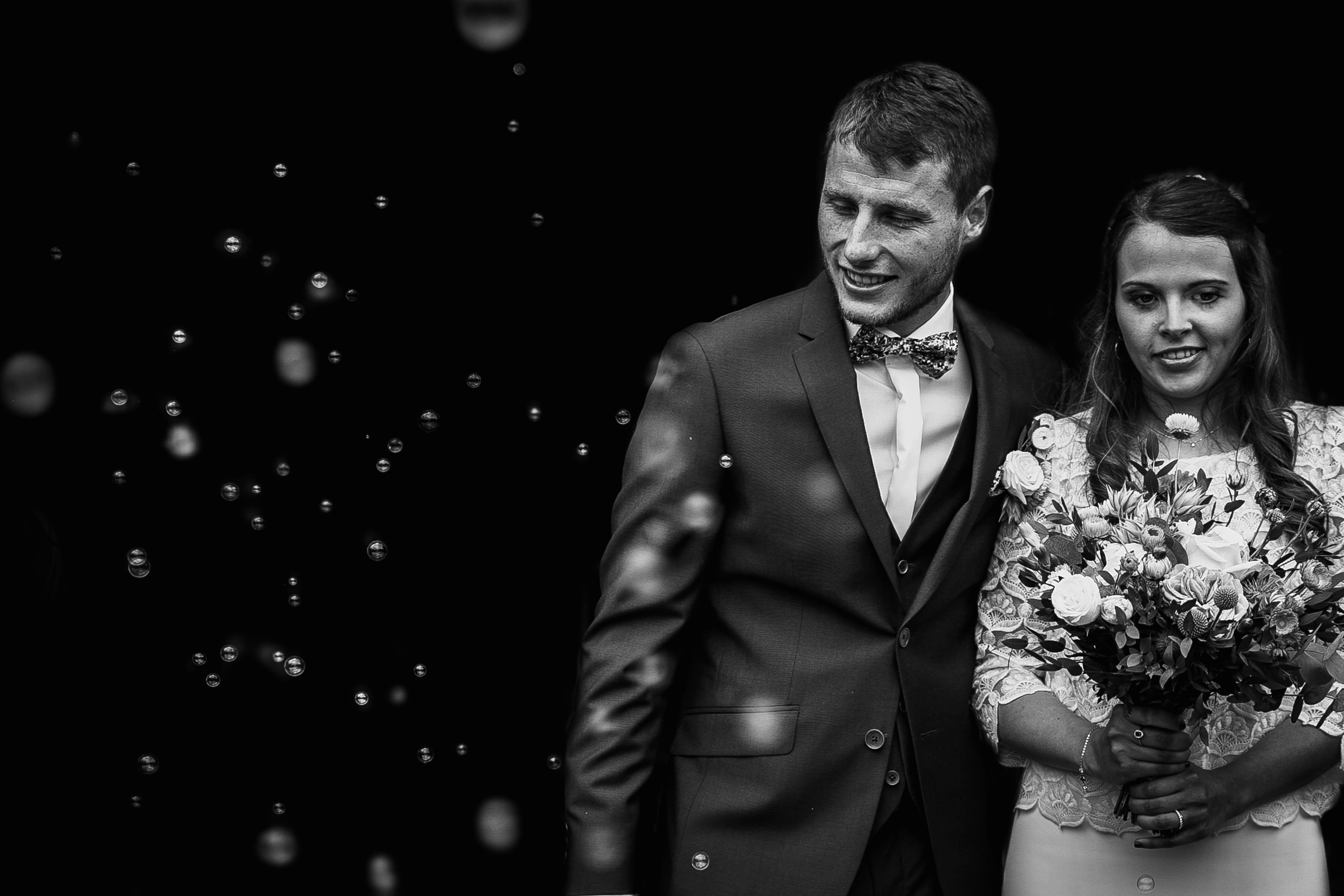 photographe mariage - normandie - calvados - sortie eglise avec bulles - mariage champetre en normandie - boheme chic
