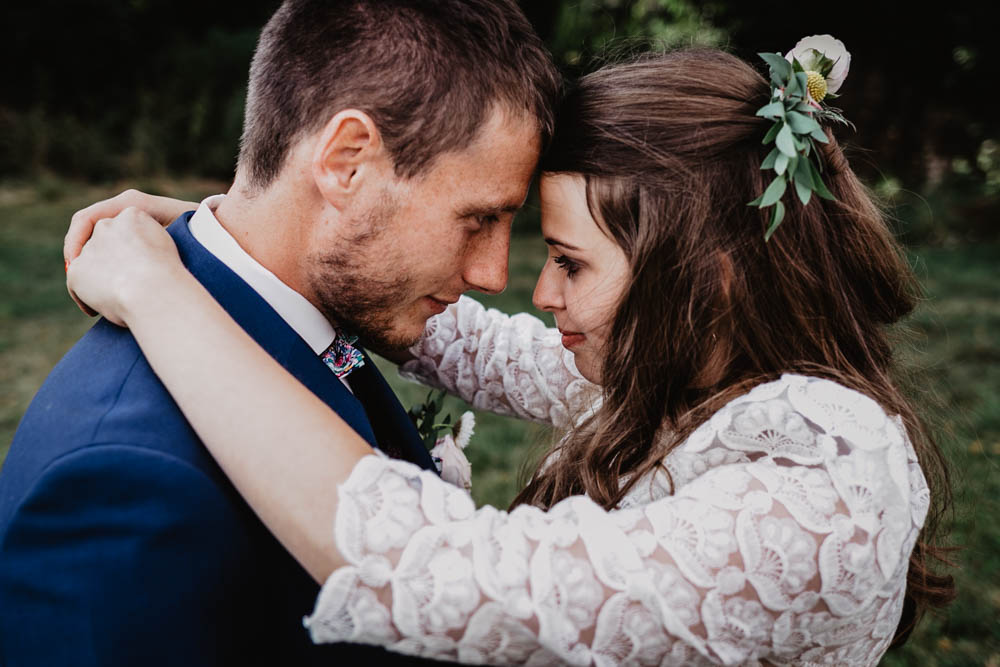photographe mariage eure - eure et loir - mariage champetre en normandie - photo de couple - mariés - naturel - grange de renneville - boheme