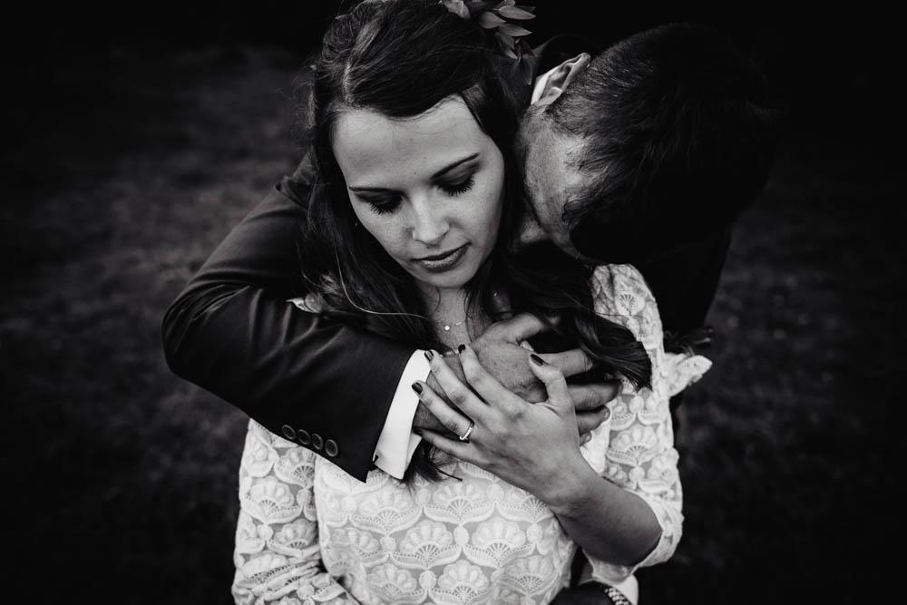 photographe mariage yvelines - mariage champetre en normandie - eure - mariage boheme - photo de couple en noir et blanc