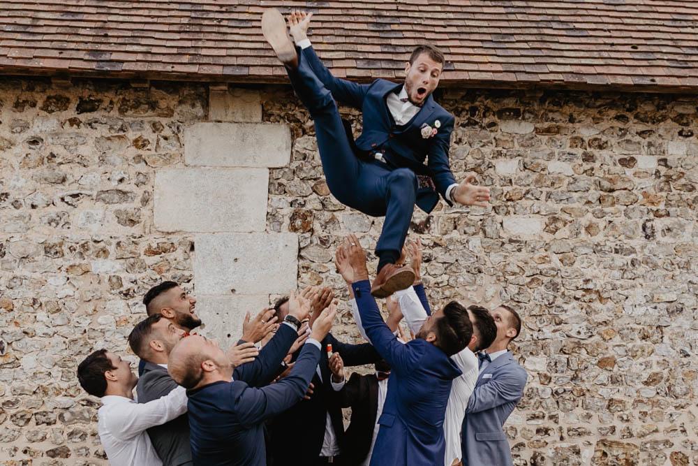lancer du marié - témoins du marié - bande de copains - équipe de foot - photographe mariage evreux