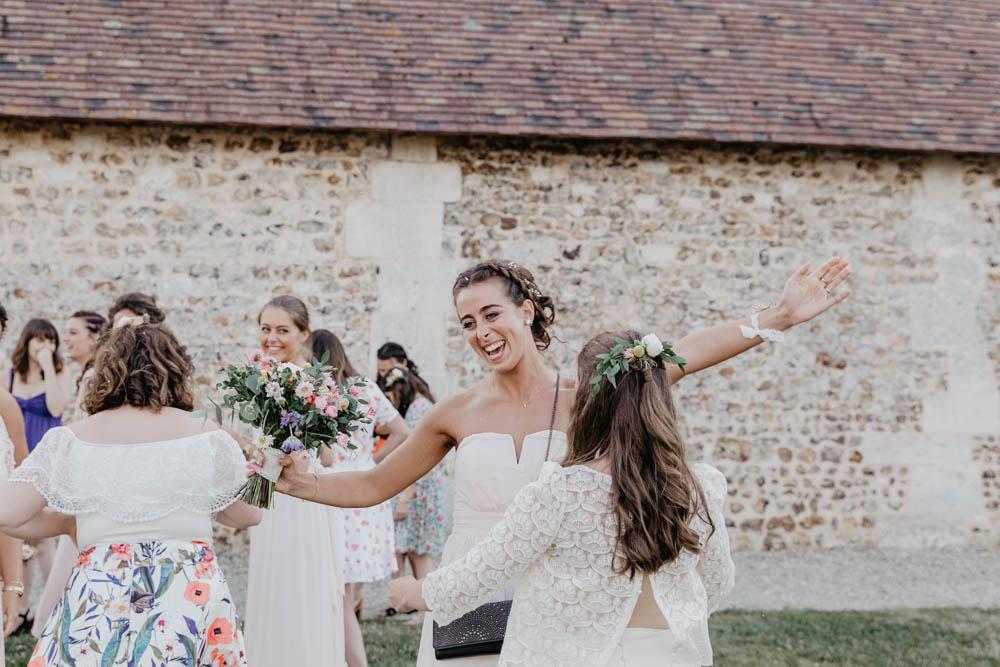 lancer du bouqet de la mariée - bouquet champetre - mariage boheme en normandie - photographe mariage evreux