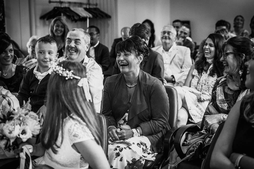 émotions à la mairie - mariage champetre en normandie - calvados - photographe mariage dans l'eure
