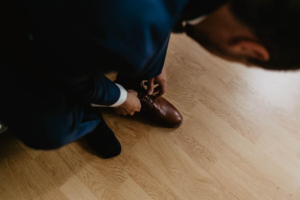 bobbies - chaussures du marié - préparatifs du marié - mariage bohème - normandie