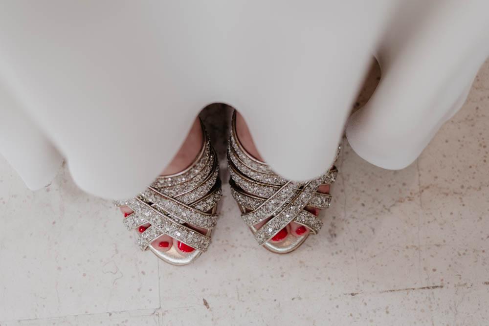 mariage champetre en normandie - mariage boheme chic - dans le calvados - photographe de mariage evreux - chaussures à paillettes - de la mariée