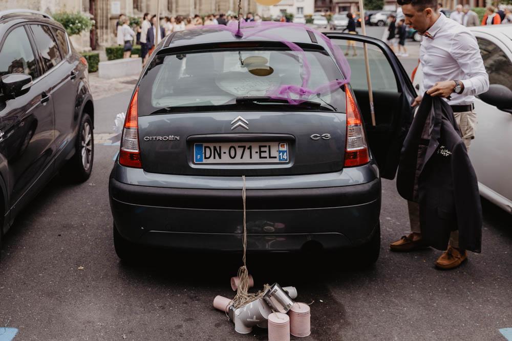 voiture balais - mariage en normandie - calvados - cérémonie religieuse - pont l'eveque