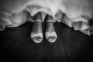 photographe mariage paris - yvelines - essonne - rambouillet - robe de la mariee - preparatifs mariee - eure et loir