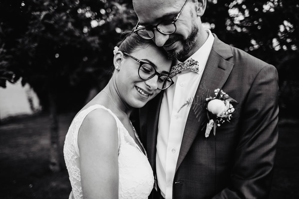 photo de couple - maries - noir et blanc - photographe mariage eure et loir - chartres - yvelines