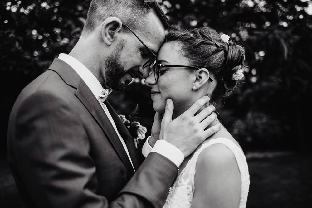 photo noir et blanc - couple de maries - photographe mariage - eure et loir - chartres - photographe mariage chartres