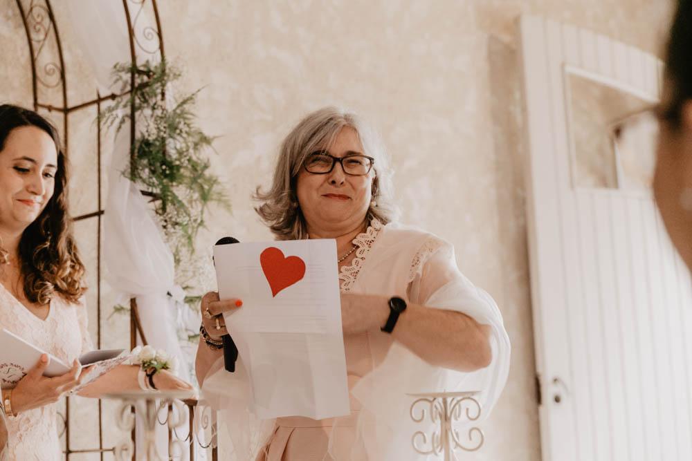 discours - ceremonie laique - officiante - ferme - grange - champetre - photographe mariage - eure et loir