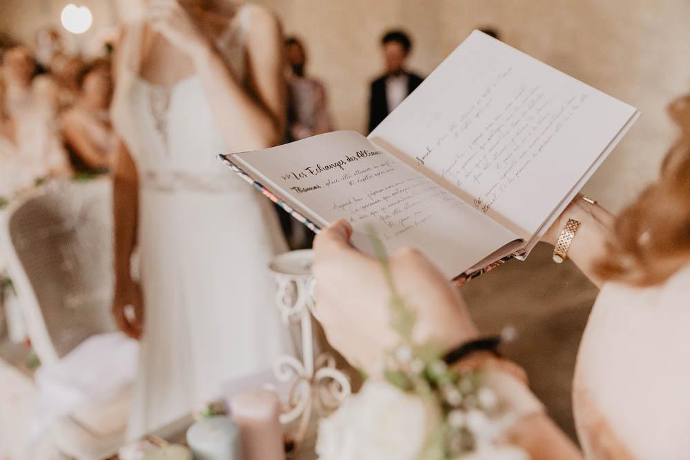 echange des alliances - ceremonie laique - mariage champetre - photographe mariage eure et loir - yvelines