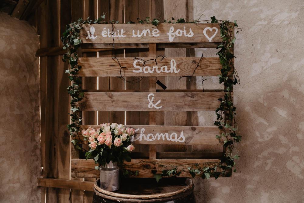 mariage champetre - bois - wood - cérémonie laique - grange - palette - photographe mariage chartres - eure et loir