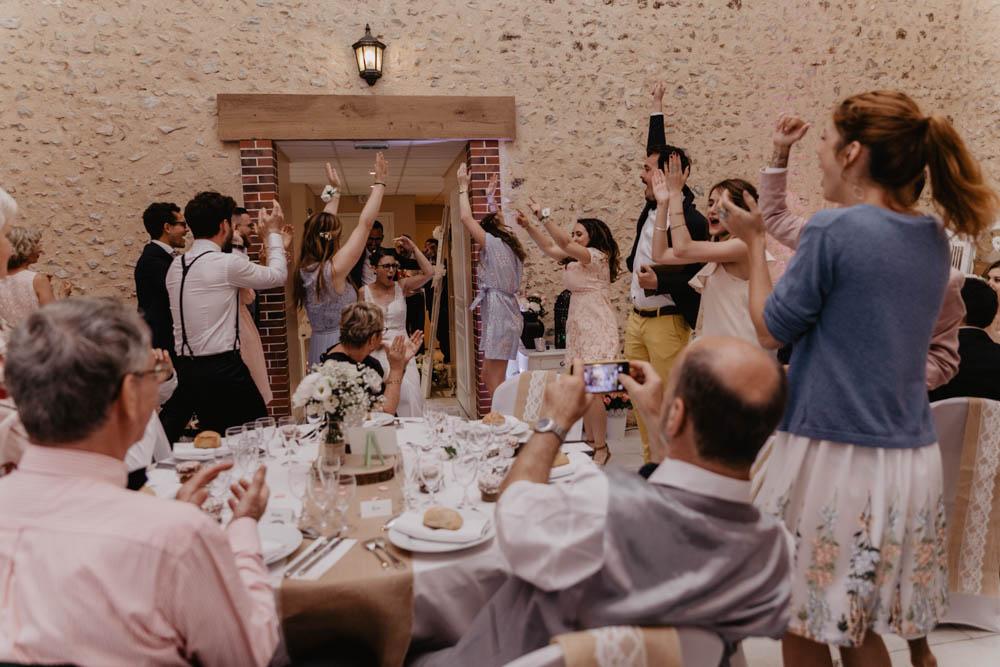 entree des maries - salle de reception - mariage champetre - photographe mariage eure et loir