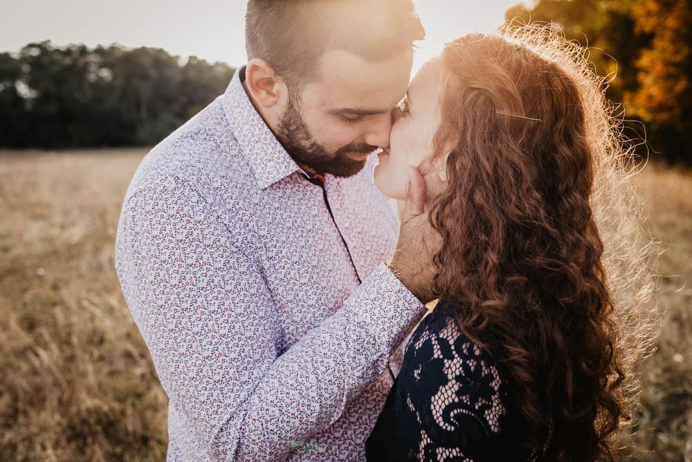 photographe eure et loir - mariage - une seance engagement - golden hour - rousse - coucher du soleil