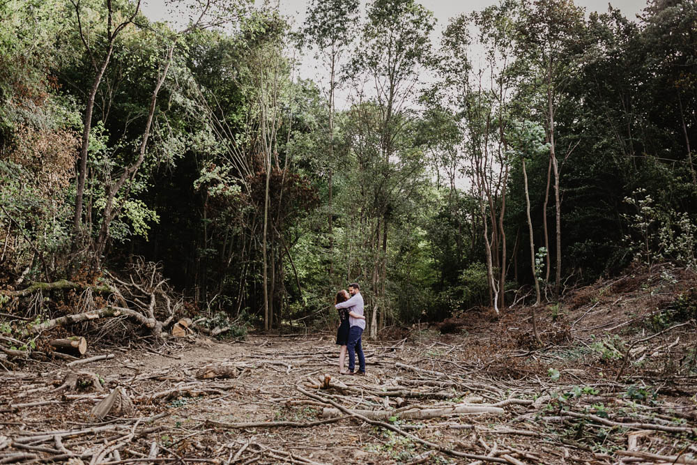 une seance engagement - foret - campagne - futurs maries - mariage - 2019 - photographe mariage eure