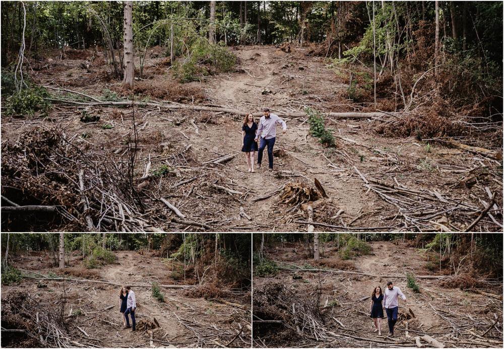 amoureux - en foret - terre - rousse - ocre - une seance engagement - photographe mariage - 2019