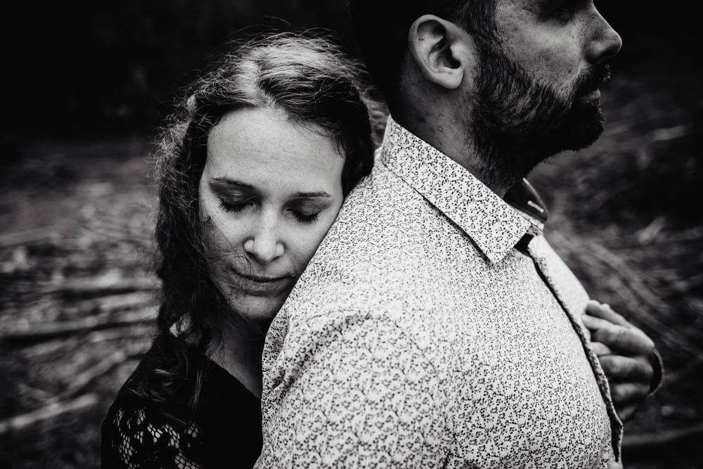 une seance engagement - couple - amoureux - noir et blanc - photographe mariage - 27 - 28 - 78 - paris