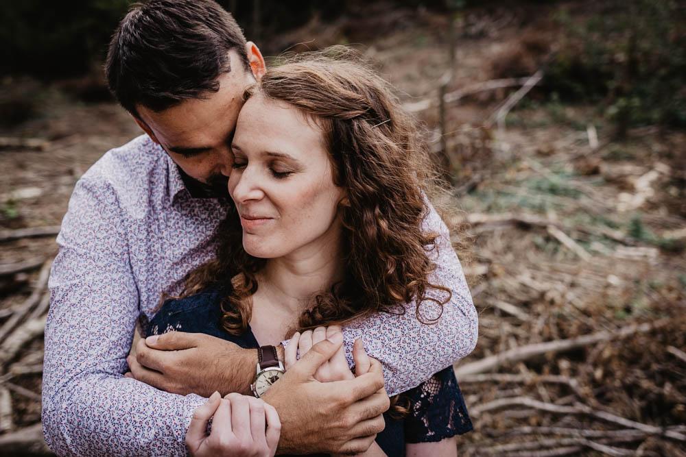 couple amoureux - mariage 2019 - une seance engagement - photographe mariage - foret - eure et loir - eure
