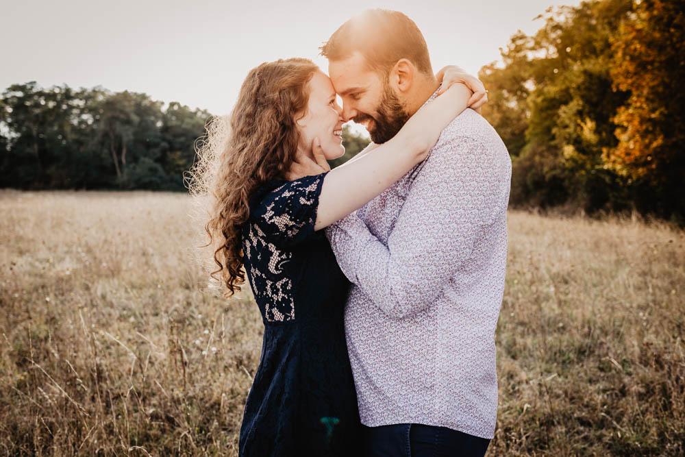 coucher du soleil - golden hour - photographe mariage - rousse - amoureux - une seance engagement - eure et loir