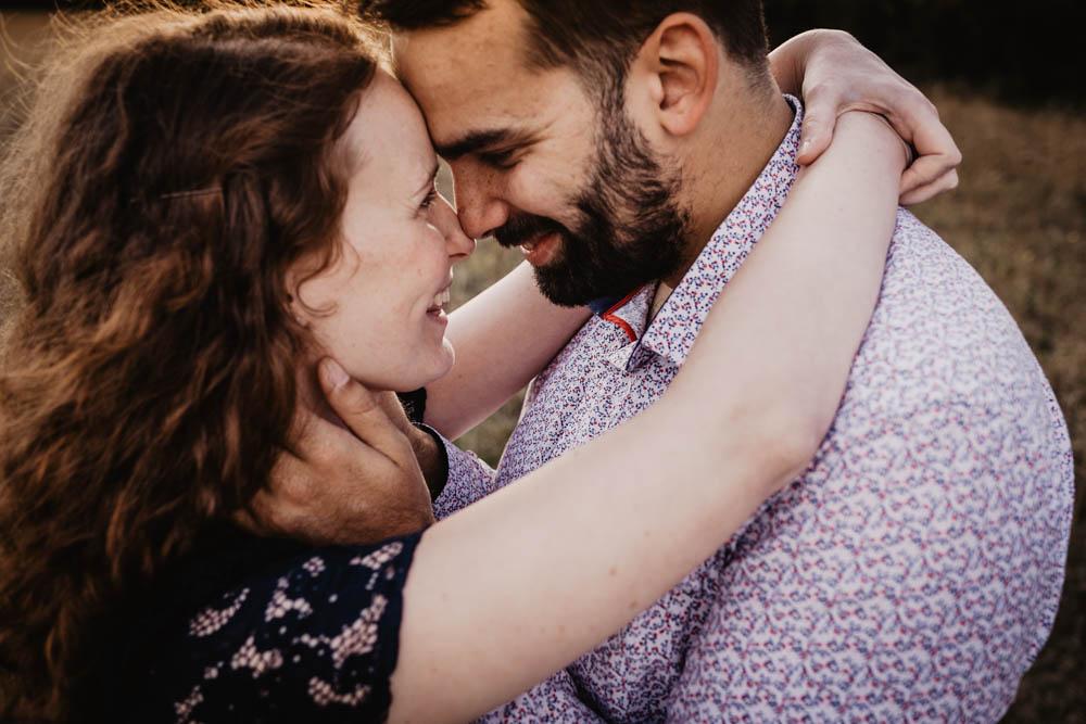 une seance engagement - photos de couple - nature - photographe mariage - lifestyle - roux