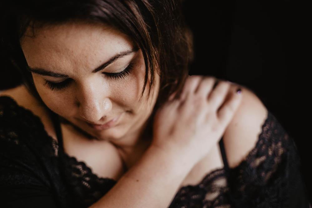 portraits de femmes - photographe en eure et loir - femme ronde - pulpeuse - assumer - grossophobie - rondeurs