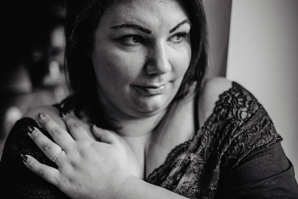 portrait noir et blanc - photographe des femmes - femmes pulpeuses - jolies femmes