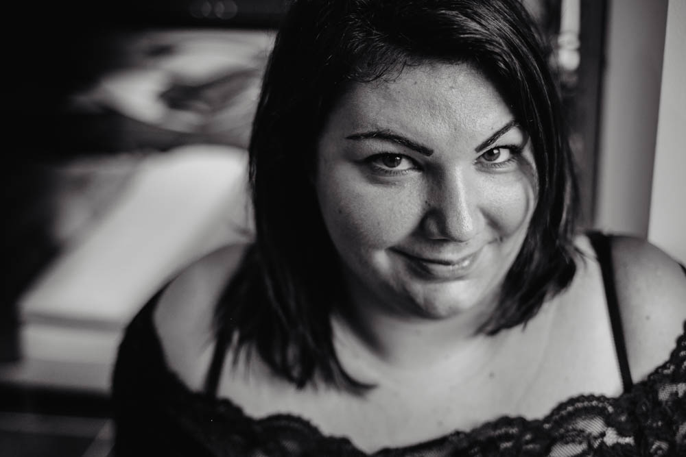 portraits pour toutes les femmes - plupeuse - ronde - noir et blanc - photographe des femmes