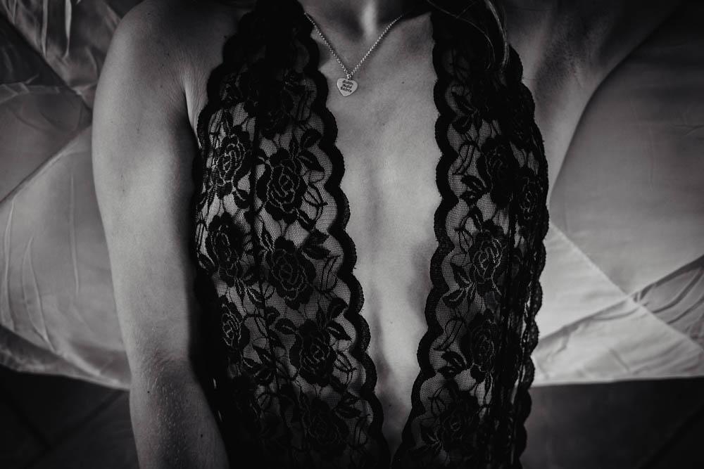 n&b - seance photo boudoir - dentelle - sexualite - sensualite - femmes - lingerie