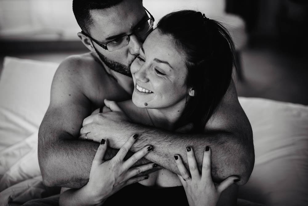 seance photo verneuil sur avre - boudoir couple cocooning - eure photographe - en amoureux - chartres - noiretblanc