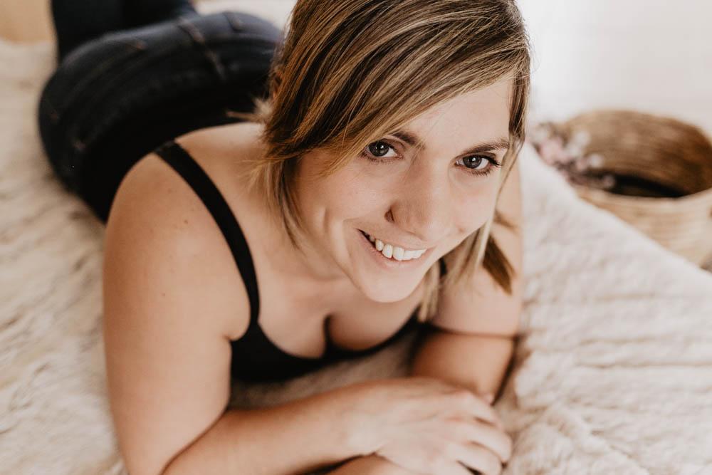 sourire - tendresse - portrait feminin - chartres photographe - boudoir - verneuil sur avre - belle au naturel - yvelines