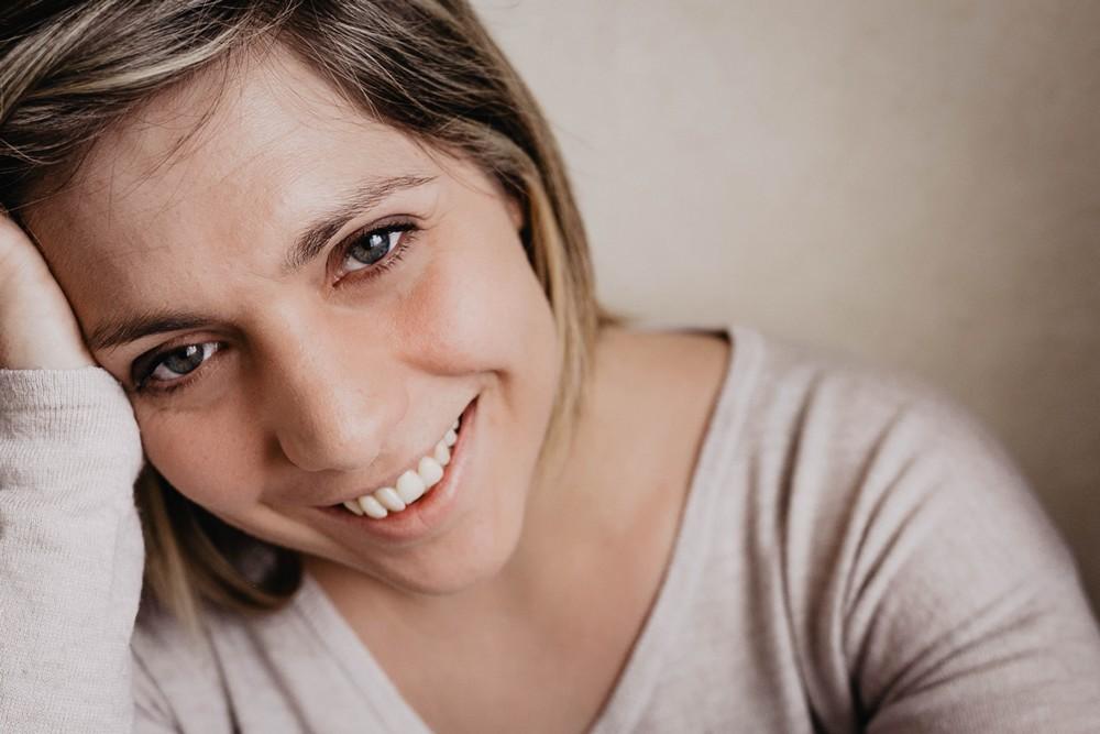 sourire - seance photo naturelle et cocooning - pour elle - photographe pour femmes - orne
