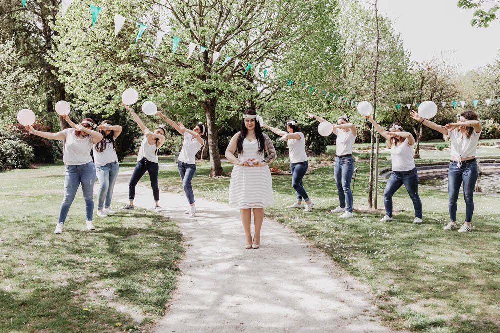 dab - entre filles - ballons - evjf champetre - rambouillet - fanions de mariage - bride to be - photographe eure et loir - chartres