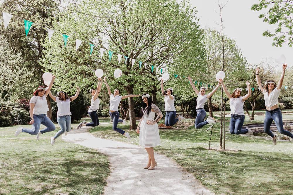 filles qui sautent - evjf fun - organiser son evjf - ballons - dress code - photographe evjf - dans les yvelines
