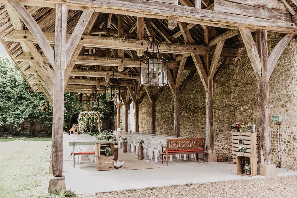 manoir de vacheresses - grange en bois - ceremonie laique - photographe mariages en eure et loir - yvelines