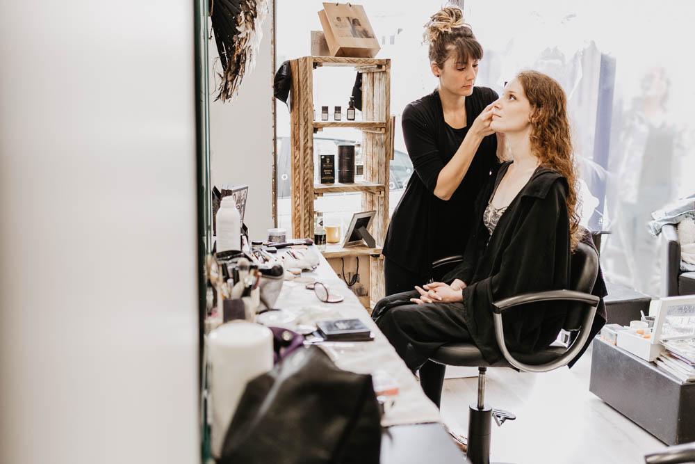 preparation de la mariee - maquillage - pailettes - photographe mariage verneuil sur avre - eure