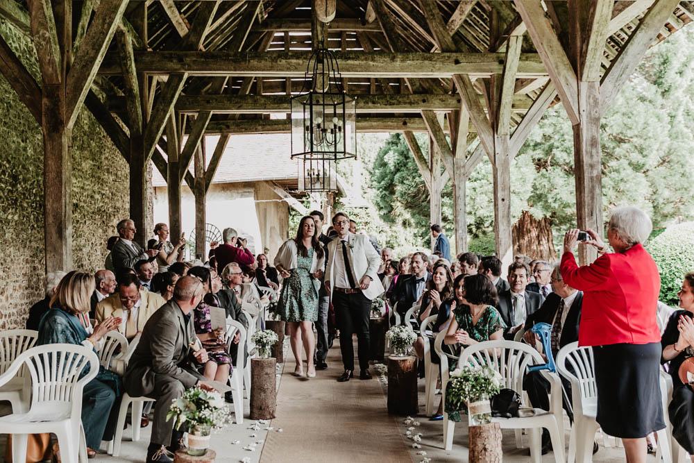 arrivee des temoins - photographe eure et loir de mariages - ceremonie laique - manoir de vacheresses - mariage champetre
