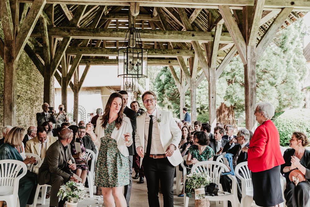 ceremonie laique - officiant laique - manoir de vacheresses - grange en bois - mariage champetre - photographe de mariages