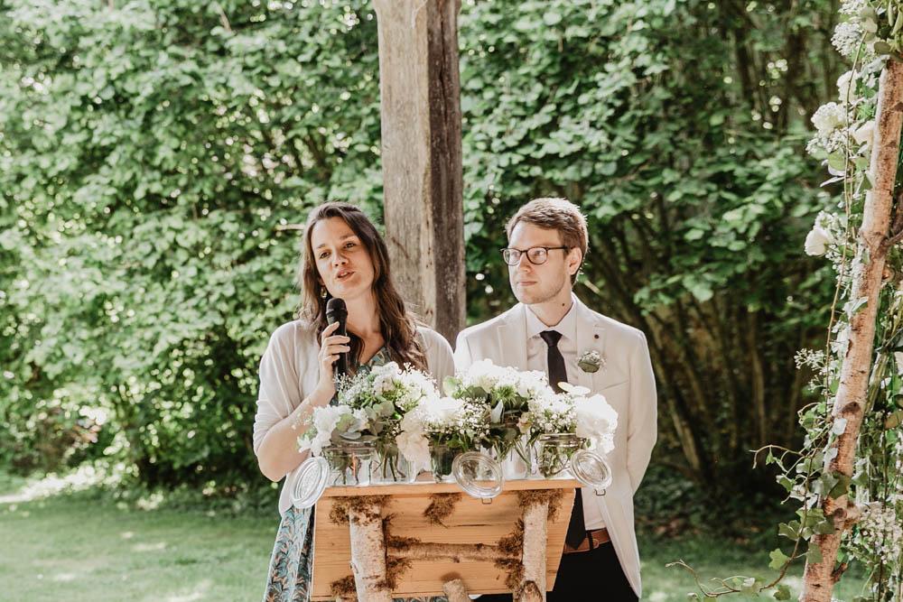 officiant ceremonie laique - manoir de vacheresses - photographe mariage rambouillet - mariages champetres - bucolique