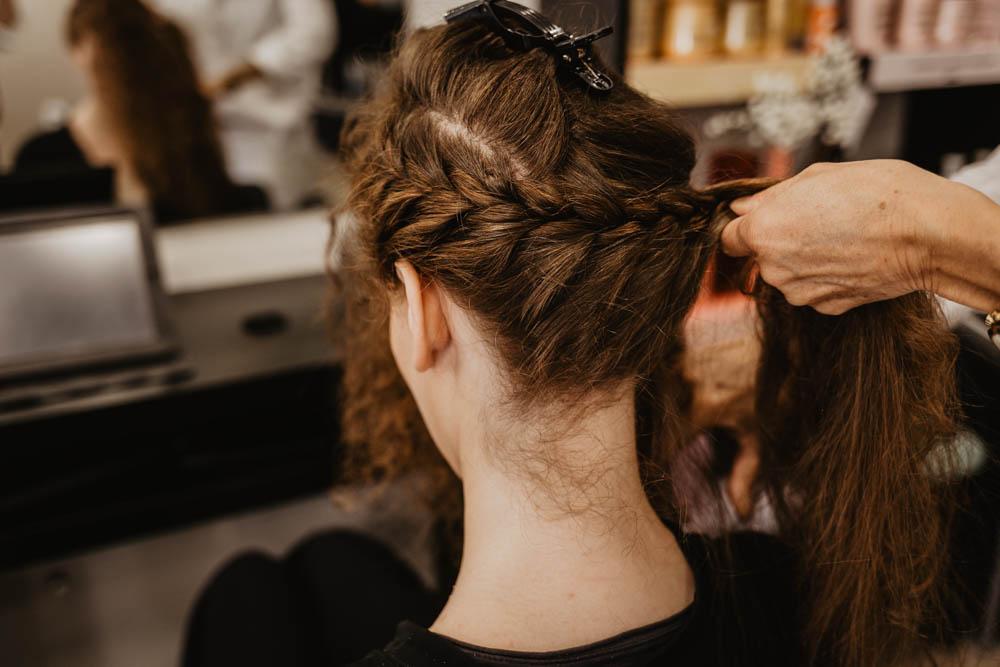 tresse dans les cheveux - natte - chignon champetre - rousse - mariee - preparatifs