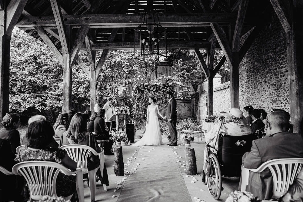noir et blanc - photographe mariage eure et loir - ceremonie laique - champetre - grange - manoir